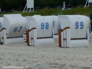 Das Bild zeigt Strandkörbe in Binz