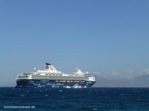 Das Bild zeigt die Mein Schiff2 von TUI Cruises (Kreuzfahrt)