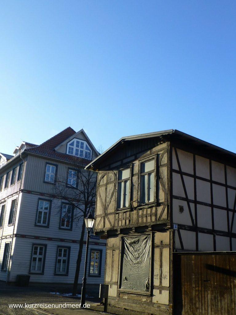 Das Bild zeigt Häuser in der Altstadt von Wernigerode im Harz.