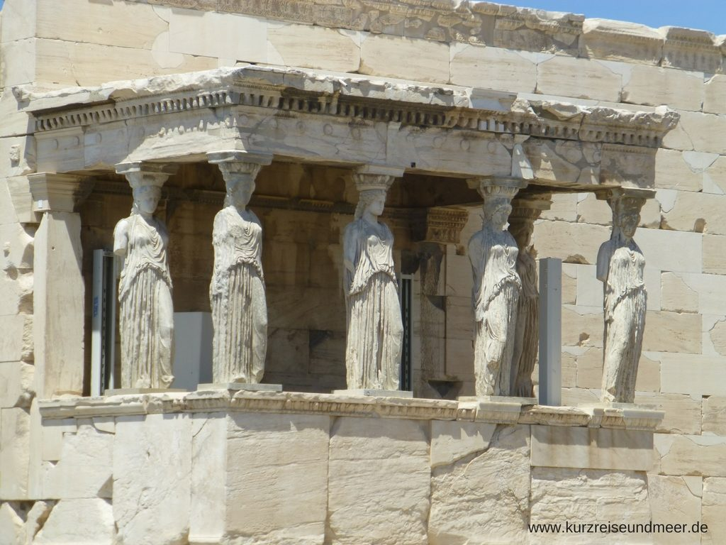 Das Bild ist von meiner Mittelmeer-Kreuzfahrt und zeigt eine Nahaufnahme von Karyatiden (auf der Akropolis in Athen).
