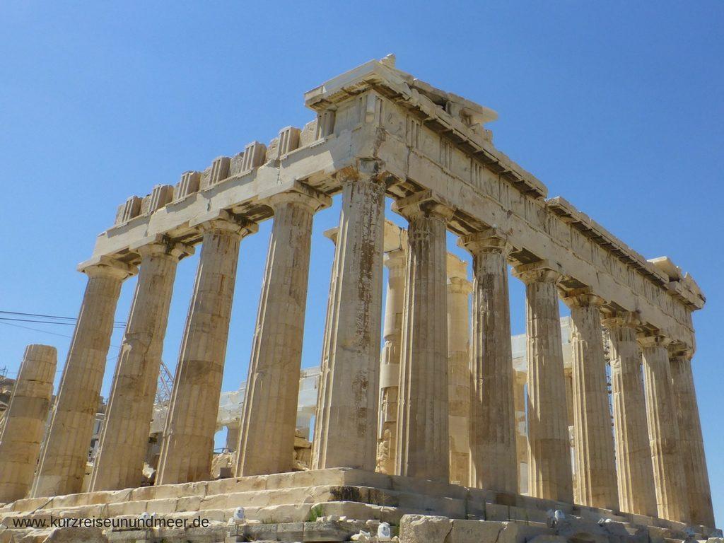 Das Bild zeigt ist von meiner Mittelmeer-Kreuzfahrt und zeigt das Parthenon auf der Akropolis in Athen.