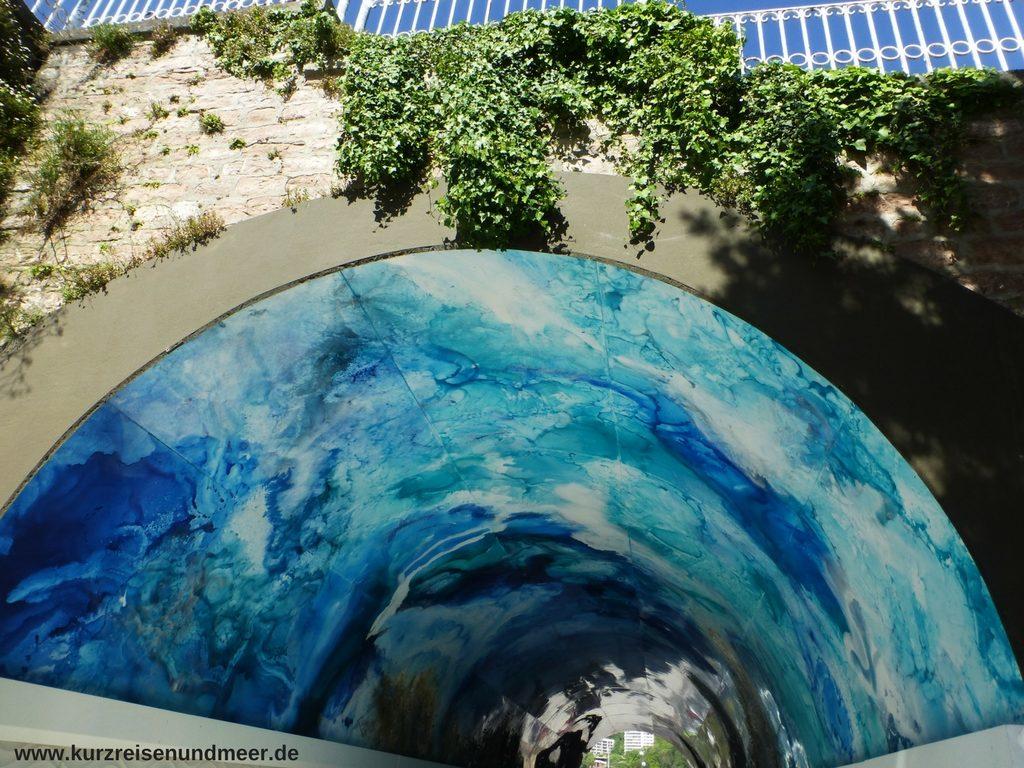 Kunst im Fußgängertunnel zwischen den Stränden Ondaretta und La Concha in Donostia - San Sebastián