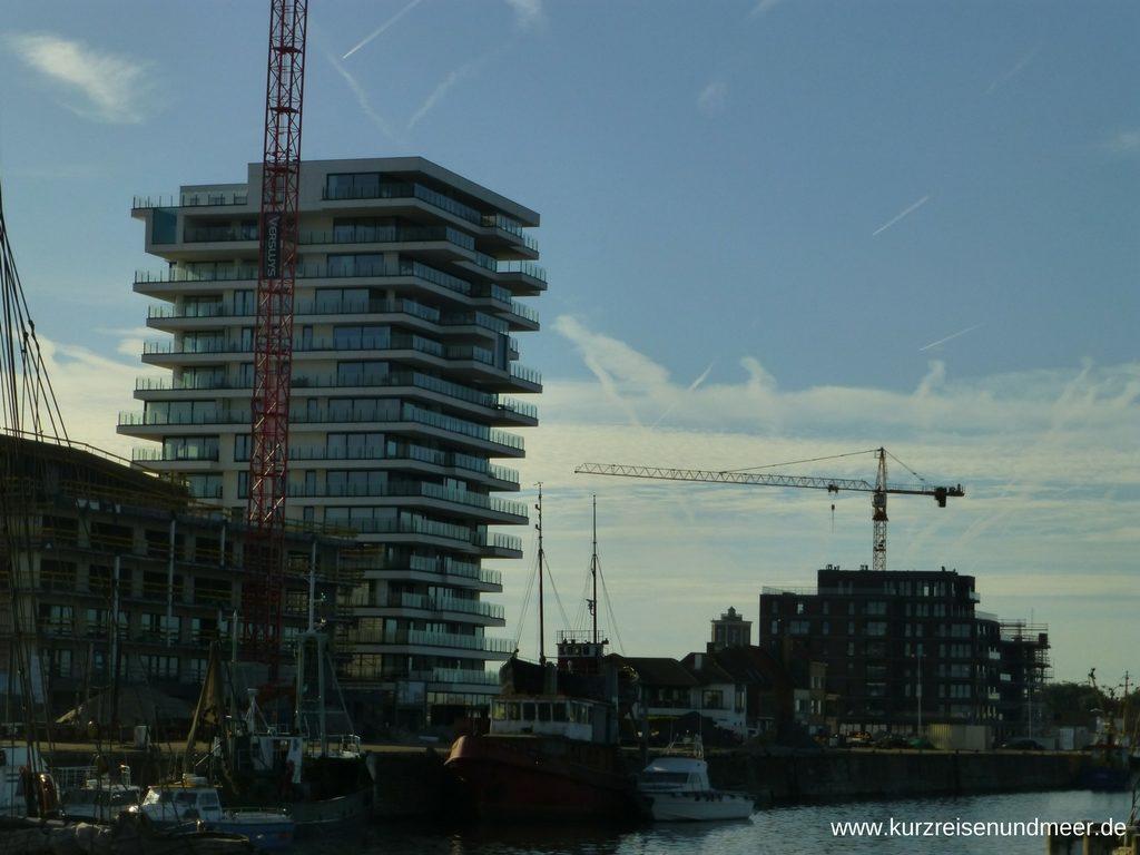 Das Bild zeigt einen Neubau auf Oosteroever (Ostende)