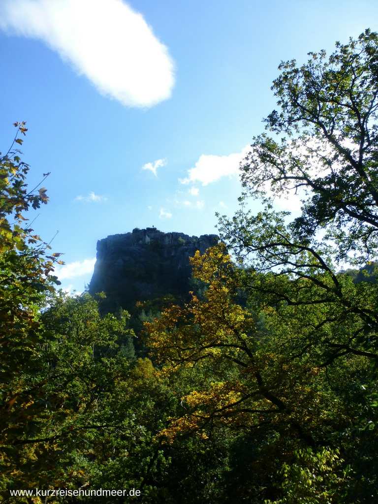 Auch vom Wanderweg aus, sieht die Burgruine Regenstein sehr beeindruckend aus