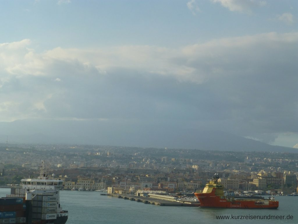 Die Mein Schiff 2 verlässt Catania