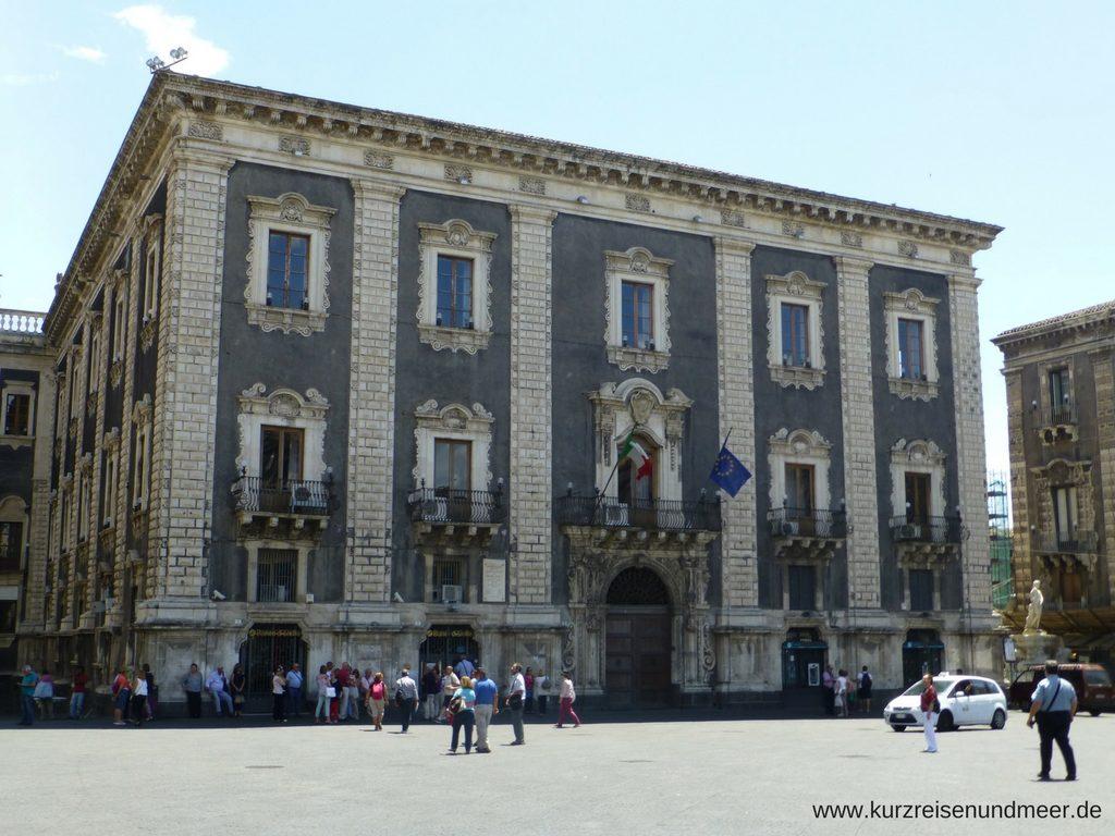 Palazzo degli Elefanti auf der Piazza del Duomo in Catania