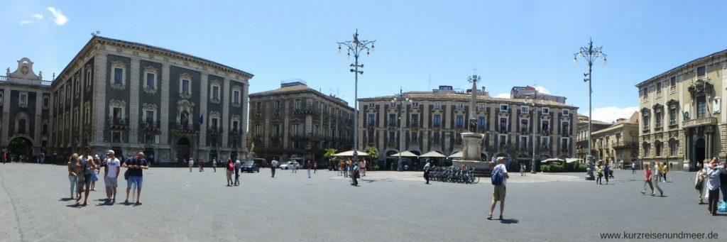 Die Piazza del Duomo in Catania