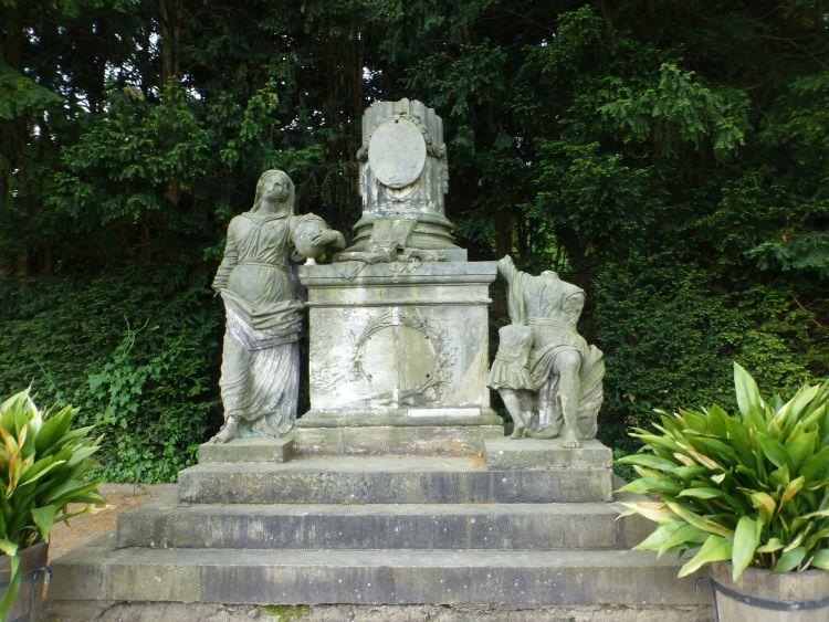 Freimaurerdenkmal am Melonenplatz in den Barocken Gärten Blankenburg