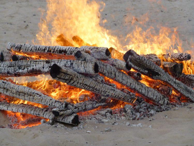 Osterfeuer am Strand von Binz