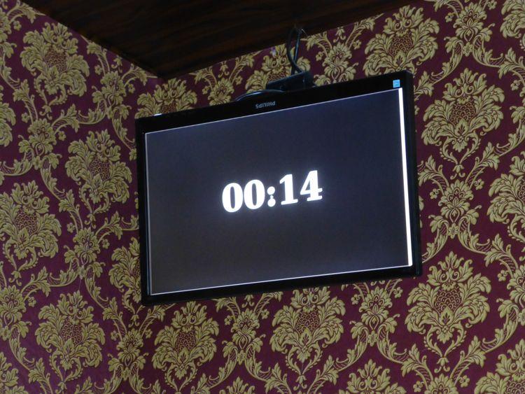 Im Sherlock Holmes Szenrio bekommt man Hinweise über den Bildschirm.