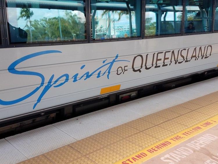 """Der Zug von Cairns nach Brisbane heißt """"Spirit of Queensland""""."""