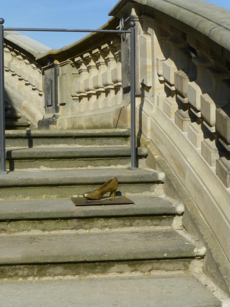 Treppe, die Aschenbrödel im Film herunterhastet