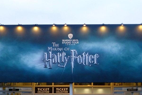 Überlegst Du, ob es sich lohnt, die Harry Potter Studios in London zu besuchen? Dann schaue Dir an, welche Highlights die Ausstellung bereit hält!