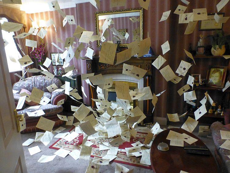 Harry Potter Wohnzimmer voller Briefe