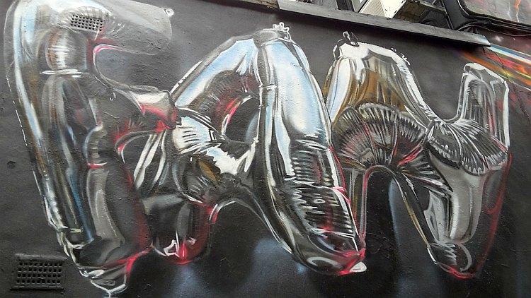 Street Art von Fanakapan in Form von Heliumballons
