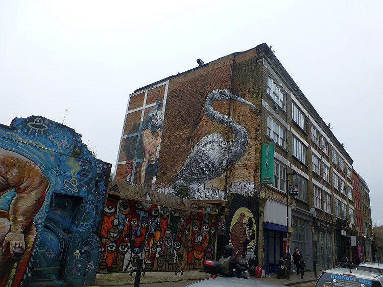 Street Art Kranich von ROA
